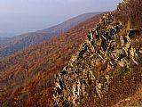锯齿状的岩石露头上山腰装饰画