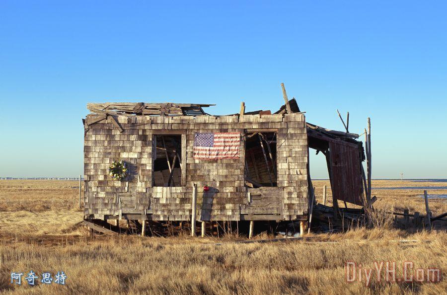 小屋与美国国旗装饰画_风景_美国人_美国梦_被放弃的