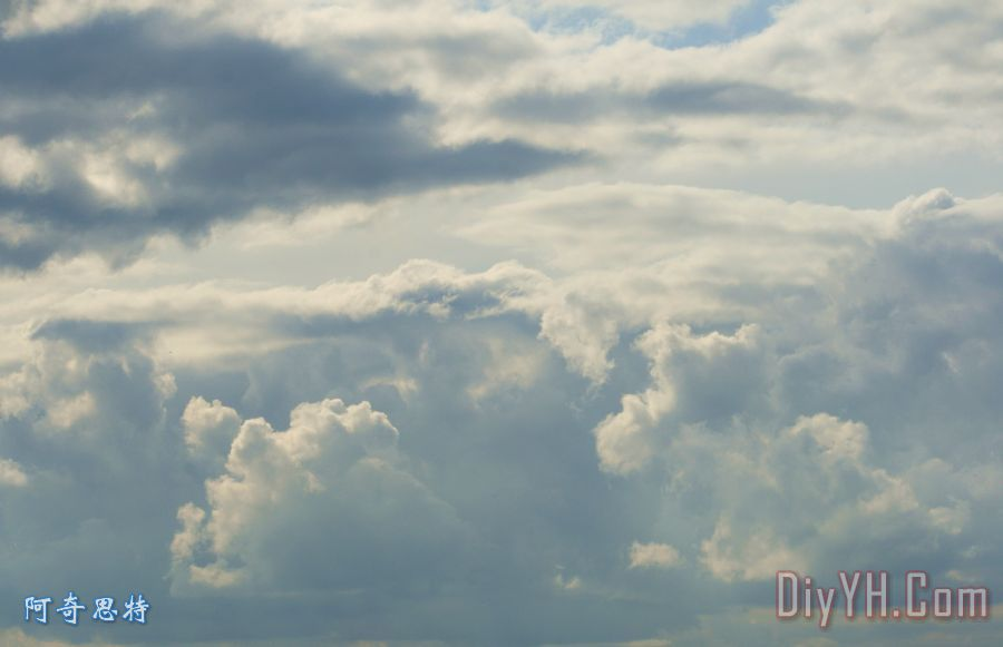 天空云雾缭绕