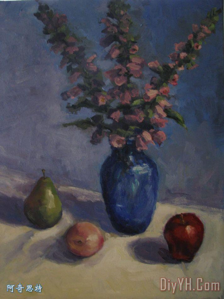 蓝色花瓶和水果