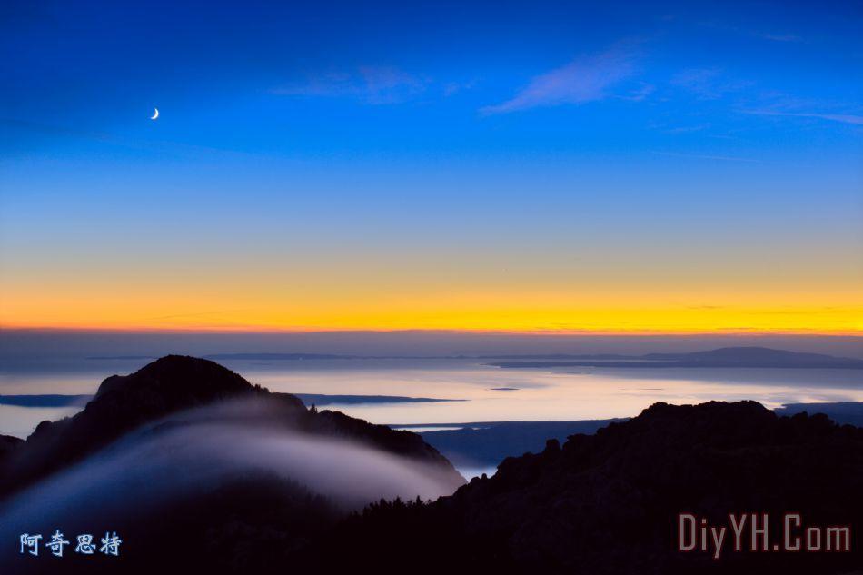 日落的海面和山脉装饰画_风景_海景_蓝色_云_背景