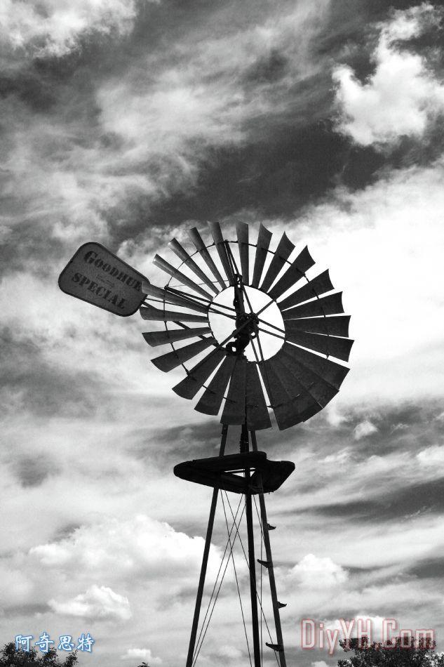 风车装饰画_云朵_黑白