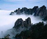 云雾缭绕山顶风景画装饰画